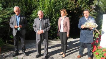 Gratulanten: Altbürgermeister Hans Mummert, Altbürgermeister Kurt Wessner, Bürgermeisterin a. D. Elke Zehetner, SPD-Ortsvorsitzender Bayram Yerli