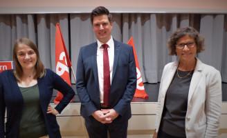 Der neue Vorsitzende mit Ronja Endres und Dr. Sigrid Meierhofer